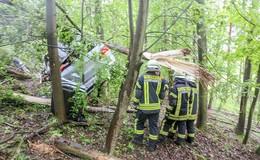 Crash auf der A7 Richtung Fulda: Fahrer unverletzt aus Pkw befreit