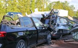 Lebensgefährliche Aktion: Fahrer hält wegen verlorener Ladung mitten auf A7 an