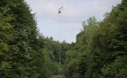 Astwerk an Bahnstrecke Bebra-Eschwege mit Hubschrauber abgesägt