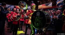Alsfelder Feuerwehrmusiker marschieren bei Wahlkampfauftaktveranstaltung ein