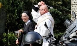 Motorradwallfahrt Dietershausen: Über 80 Motorradfahrer erhalten Segen