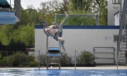 Rosenbad startet in die Saison: Anschwimmen ist Tradition