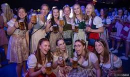 Große Party in Dirndl und Lederhose: 6. Mai-Gaudi im Esperanto - Bilderserie (1)