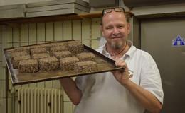 Backprofi Heiko Müller verkauft Hippokrat-Brot wie warme Semmeln