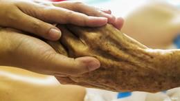 Arbeitsvermittler werben für die Altenpflege: Sechste Altenpflegebörse