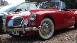 """Oldtimer-Freunde treffen sich zu monatlichem """"Classic Cars & Cappuccino"""""""