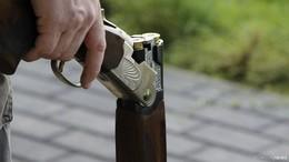 Mit Gewehr in Rastanlage Hasselberg - Unbekannter bedroht Angestellte