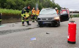 Crash beim Überholen auf der A7 - Fahrer schwer verletzt