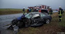 Audi kracht bei Dirlammen in einen Milchlaster: Eine Schwerverletzte